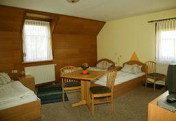 Vermietung von 3-Bett-Zimmer im Hotelstandard