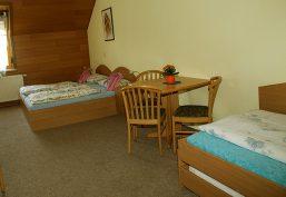 Vermietung von 4-Bett-Zimmer im Hotelstandard