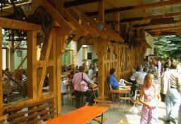 Rustikaler Höhlenstadl für Familienfeiern oder Firmenevents