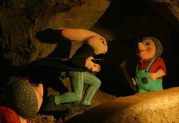 Der Hase und der Igel machen die Märchenhöhle unsicher