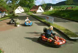 Minifreizeitpark mit Freizeitangebote in Form von Spielgeräte