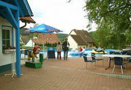 Minifreizeitpark vor der Parkanlage der Sandsteinhöhle in Walldorf