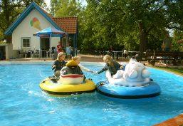Minipark mit Minibaggeranlage sowie Bumperbootanlage und Wasserbecken