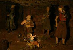 Auch die Kinder mussten in der Sandsteinhöhle mitarbeiten